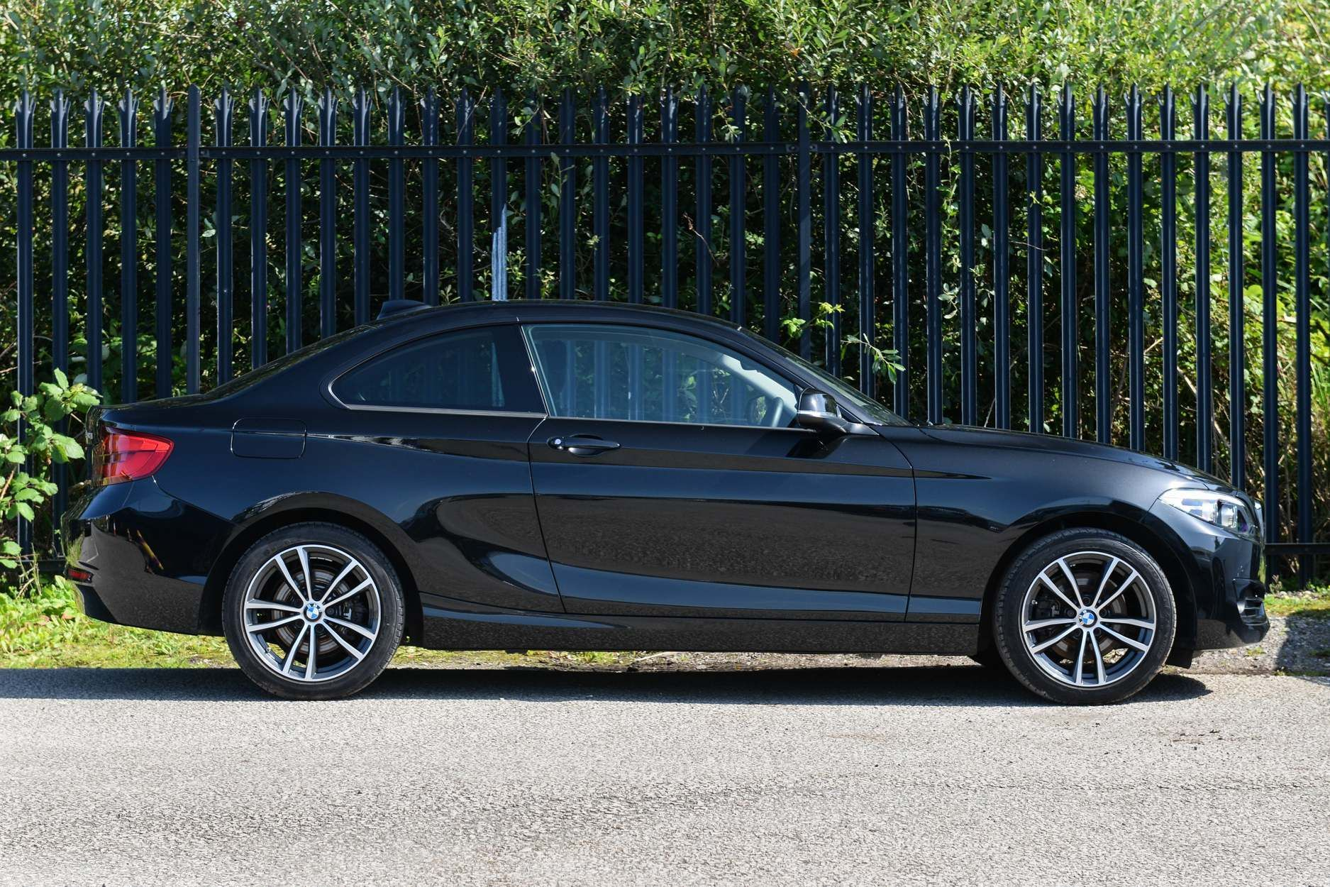 Image 3 - BMW 220d Sport Coupe (YK18YTR)
