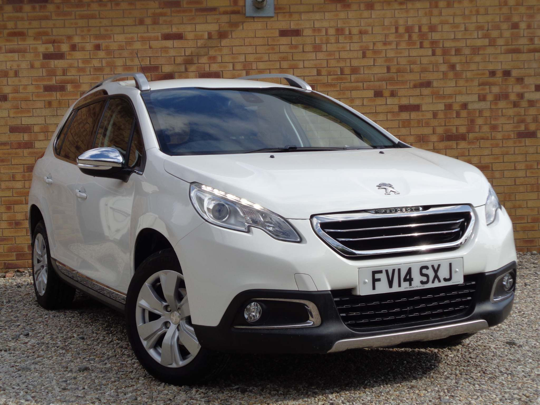 http://pictures2.autotrader.co.uk/imgser-uk/servlet/media?id=547416e22a1f4b1f869cb73ee4bc521e
