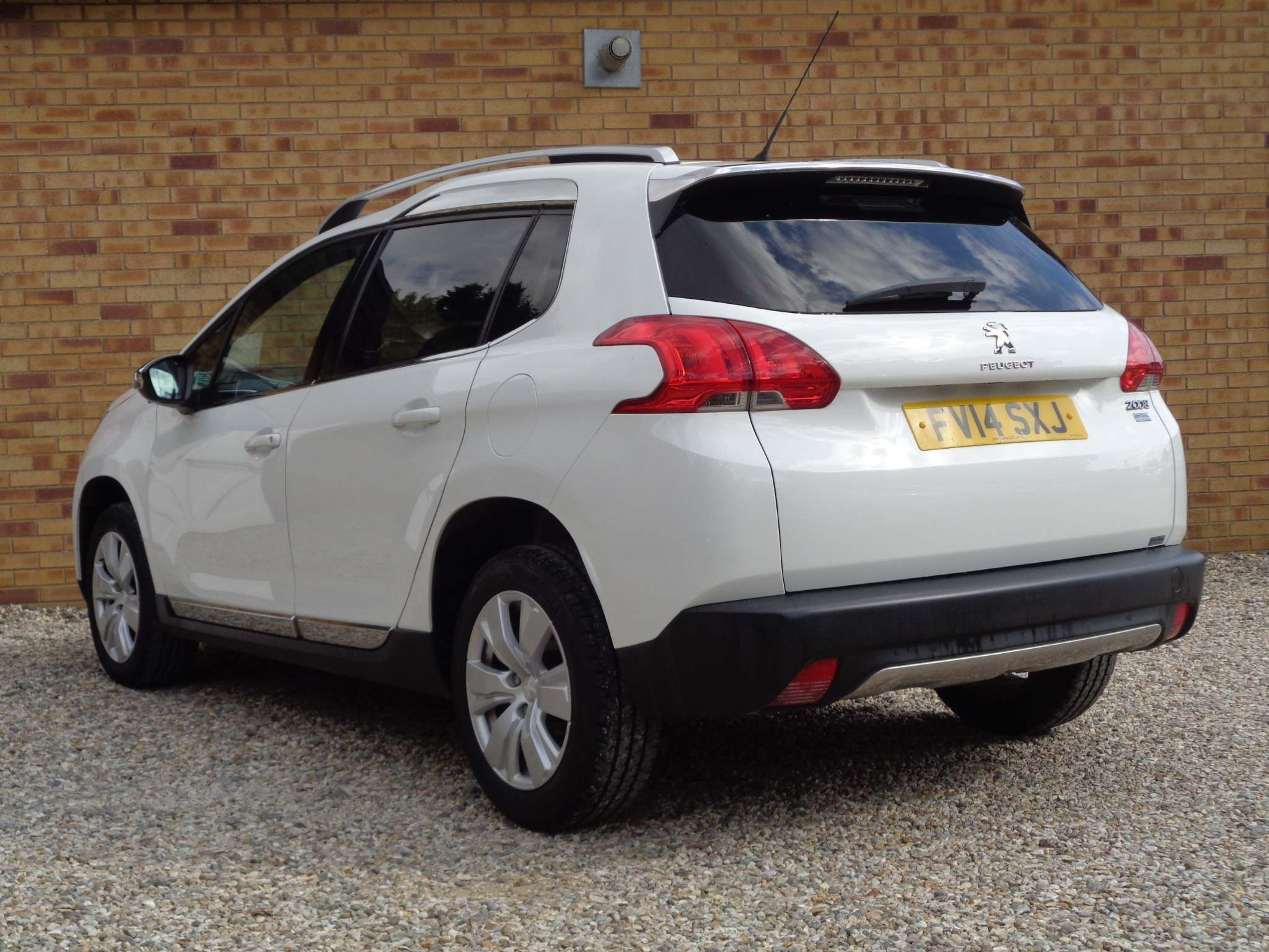 http://pictures2.autotrader.co.uk/imgser-uk/servlet/media?id=56c84e941c414176bc4aedb8f5b423ce