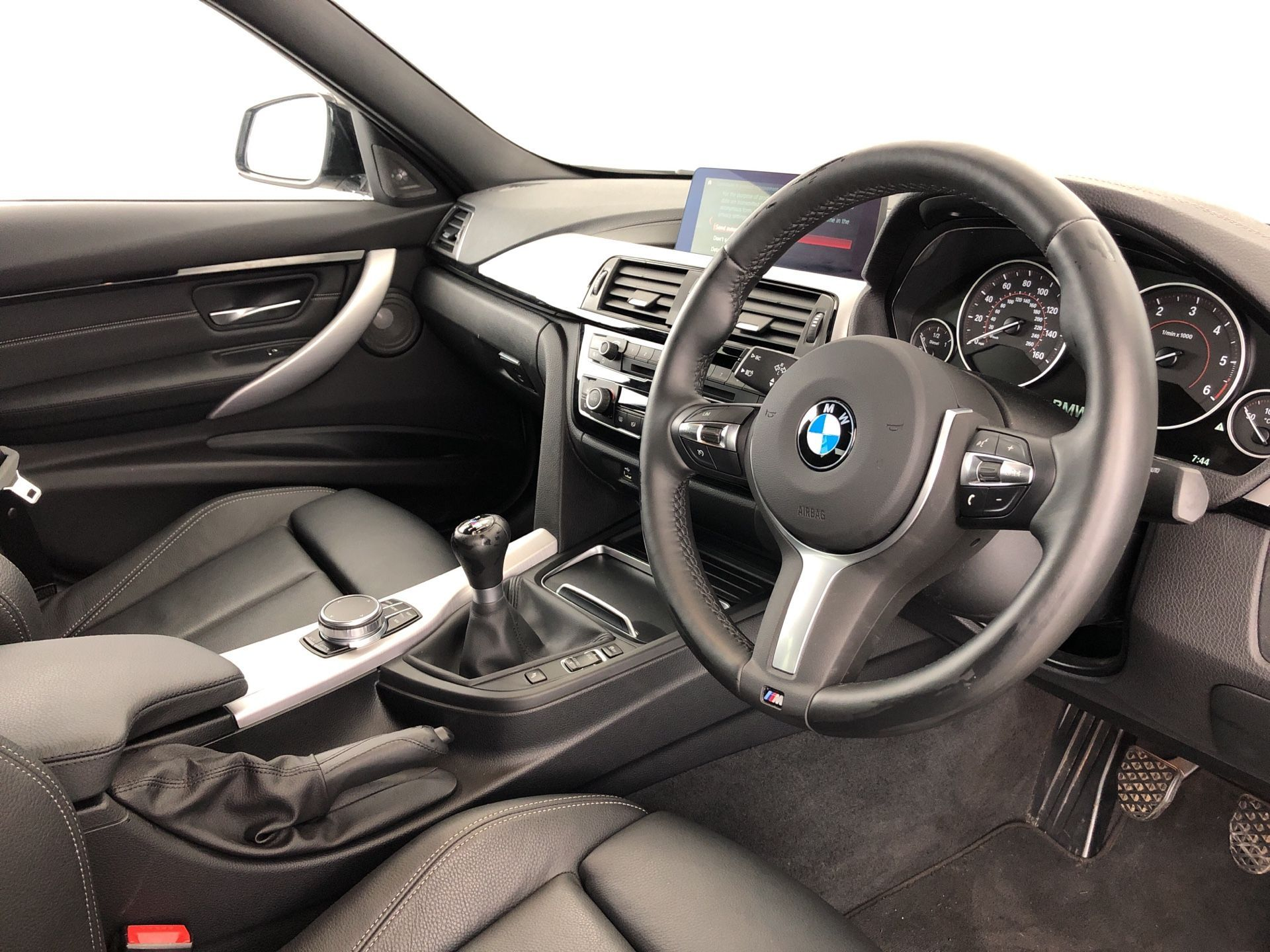 Image 4 - BMW 320d M Sport Shadow Edition Saloon (YK68BSO)