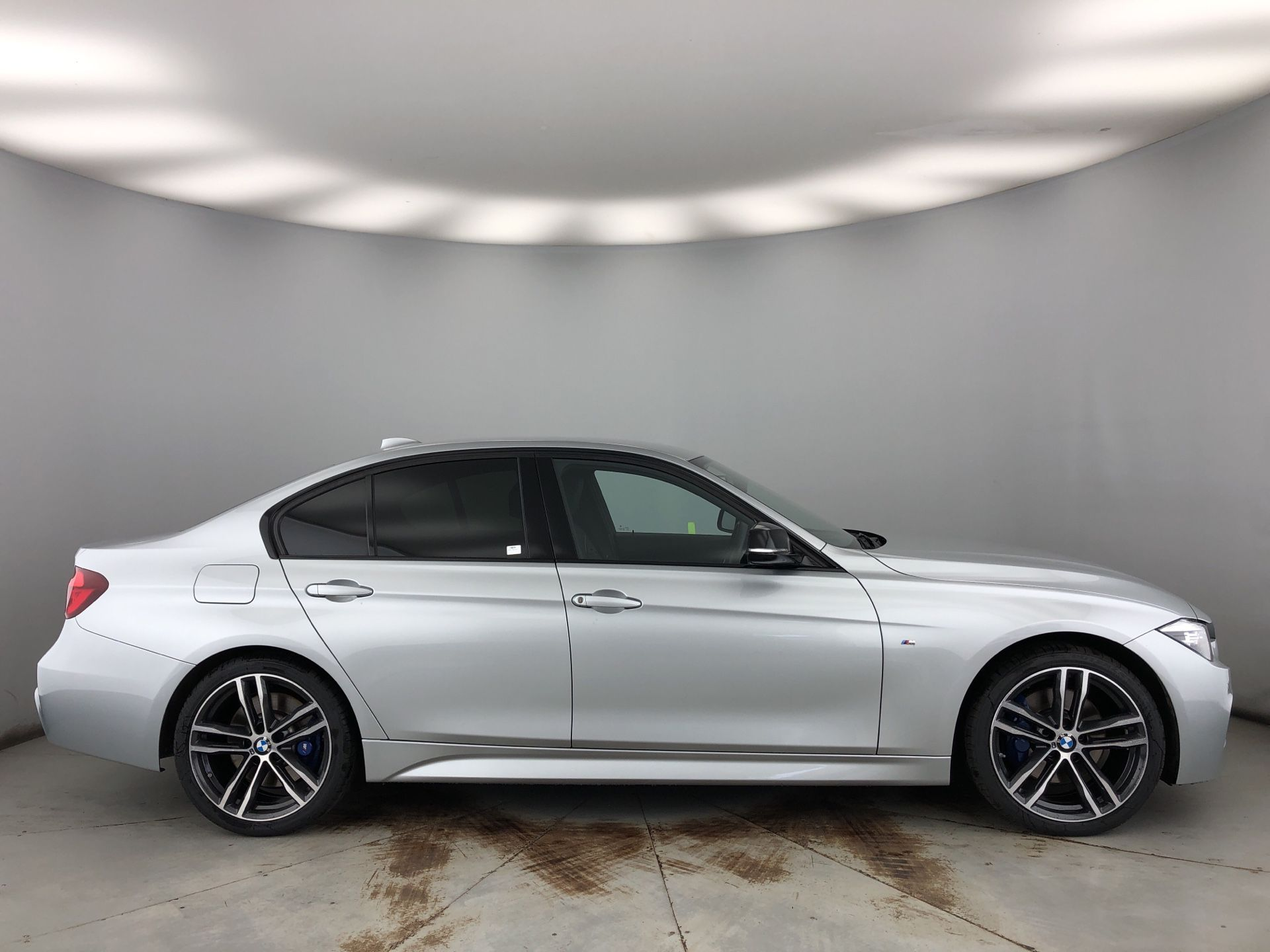 Image 3 - BMW 320d M Sport Shadow Edition Saloon (YK68BSO)