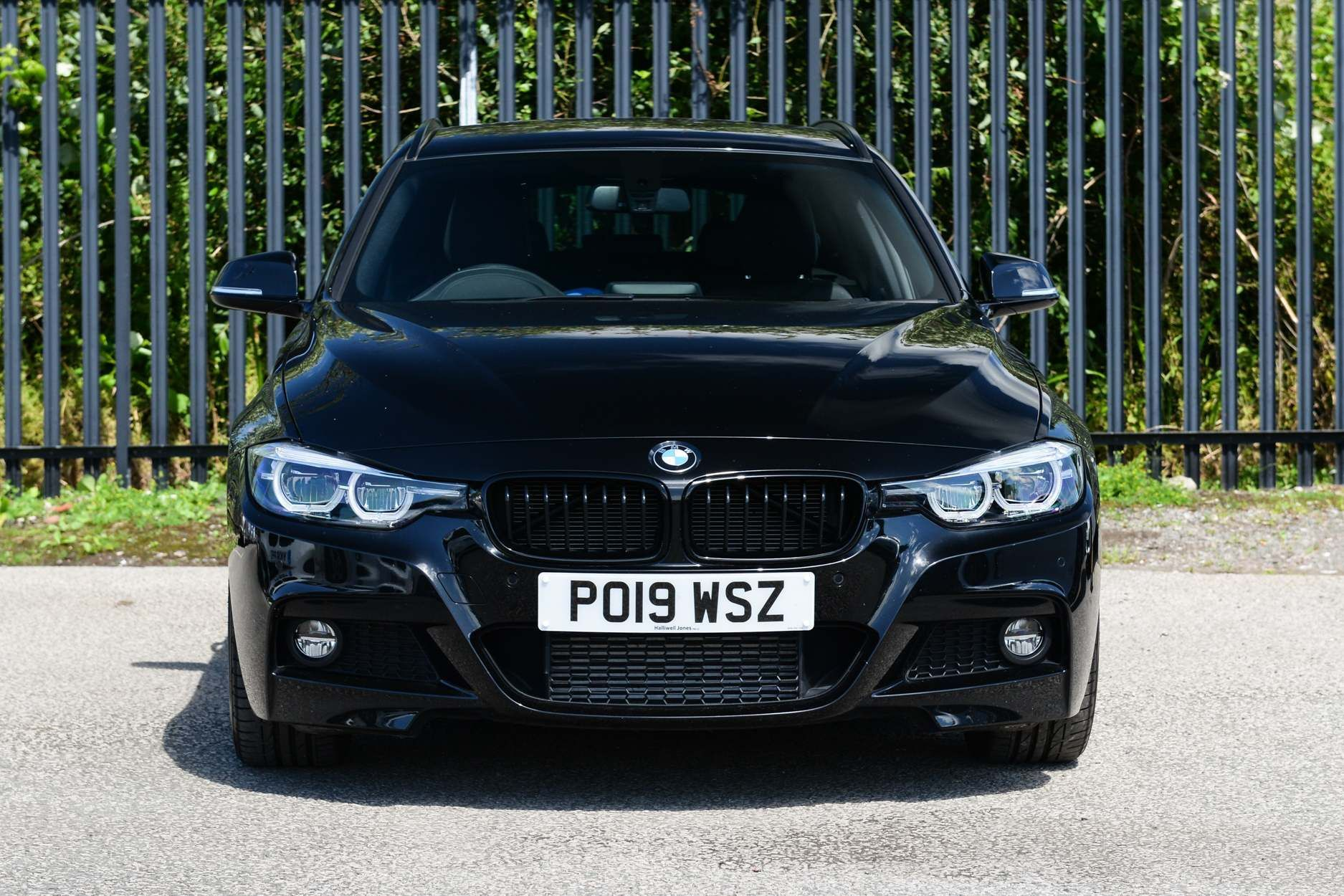 Image 11 - BMW 320d M Sport Shadow Edition Touring (PO19WSZ)