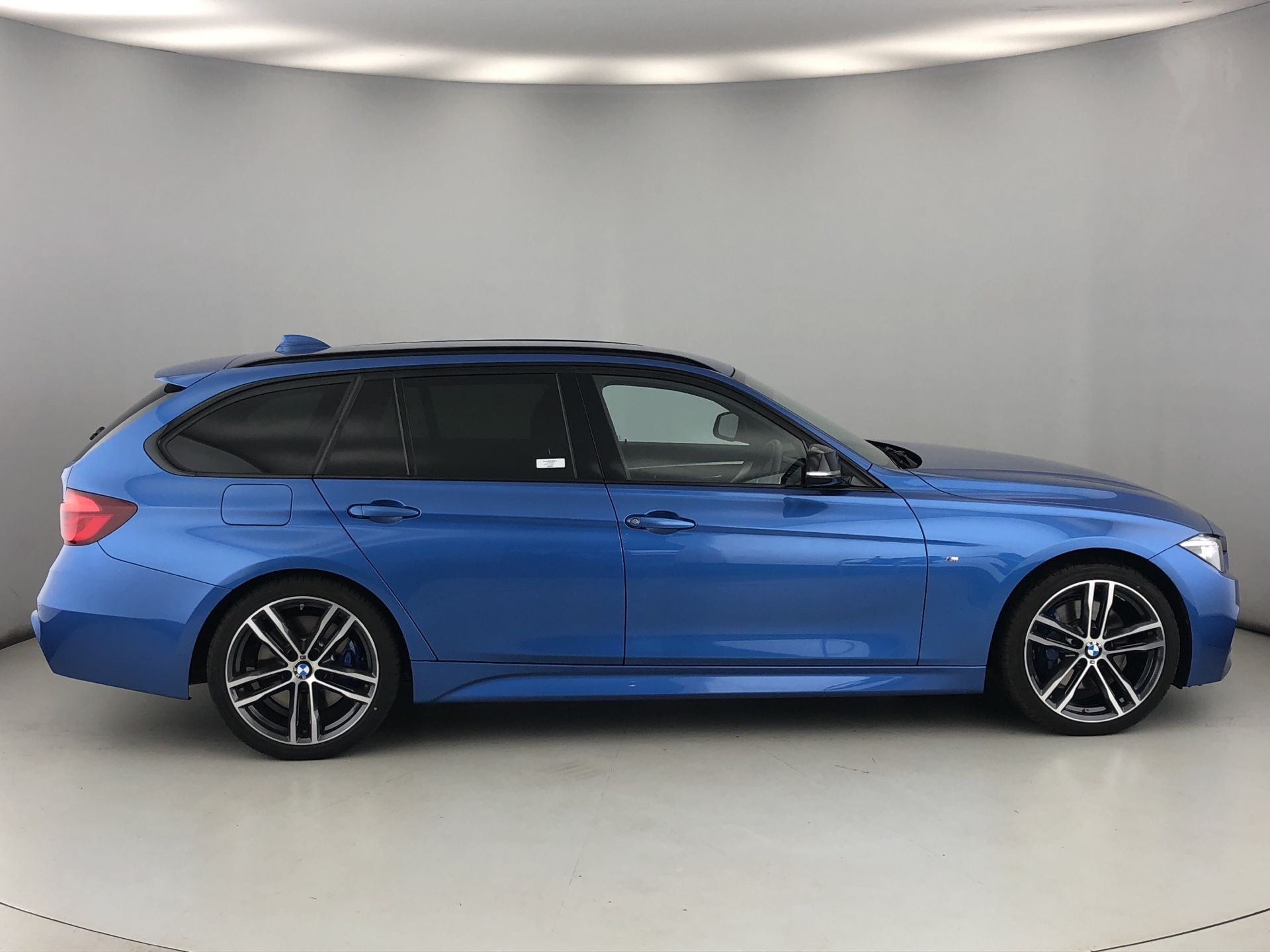 Image 3 - BMW 320d M Sport Shadow Edition Touring (YC68NAH)
