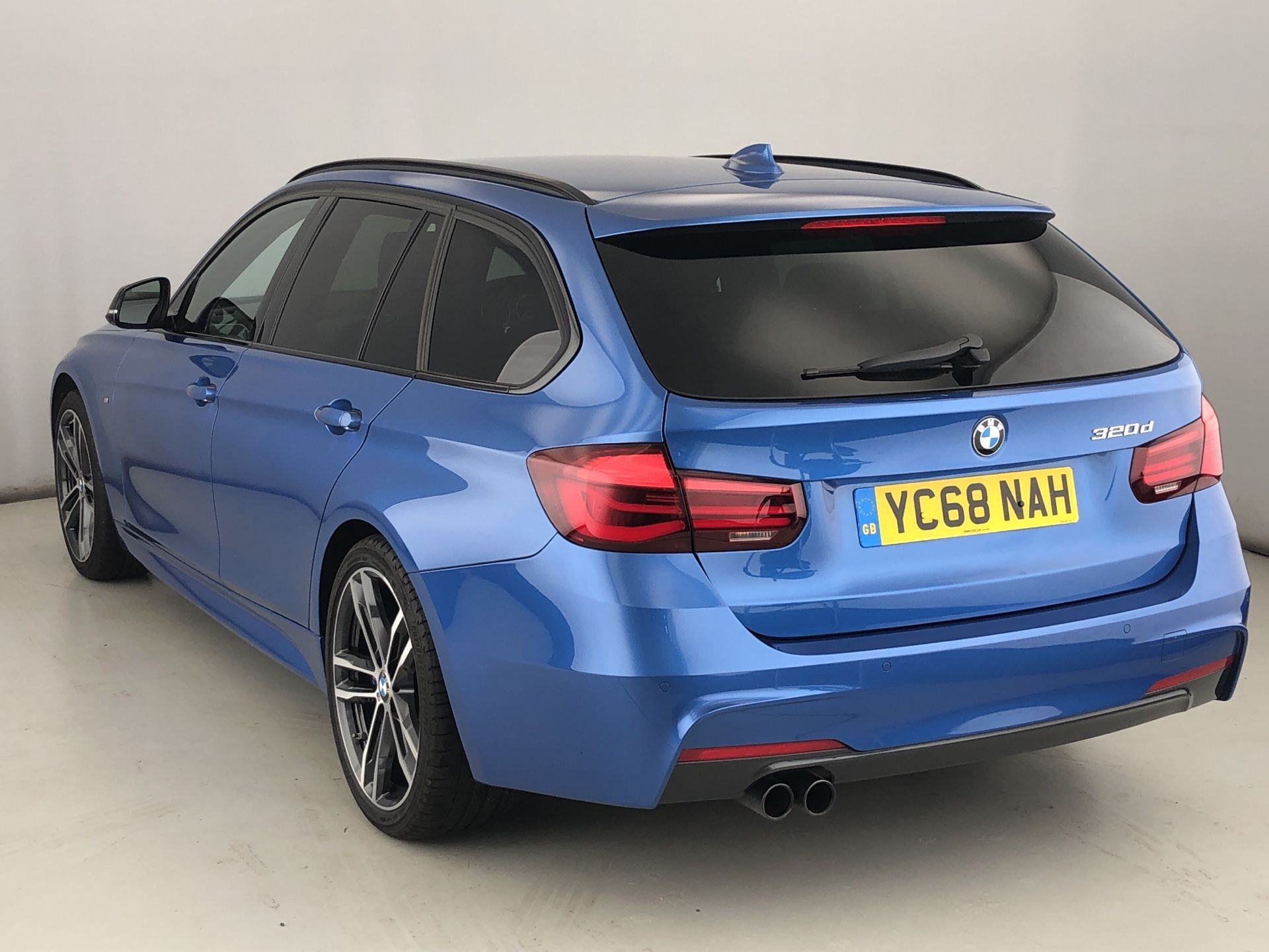 Image 2 - BMW 320d M Sport Shadow Edition Touring (YC68NAH)