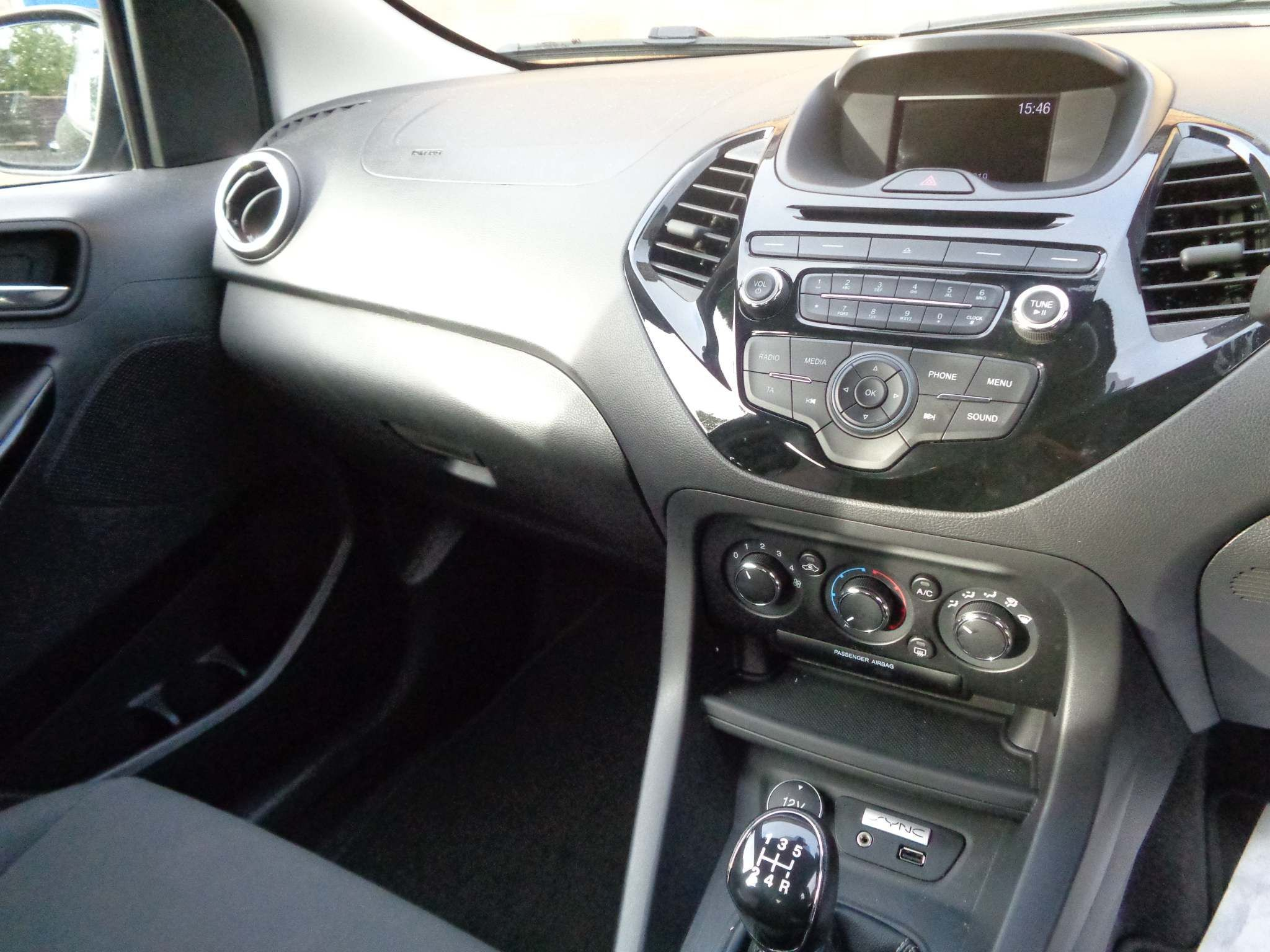 http://pictures2.autotrader.co.uk/imgser-uk/servlet/media?id=e8ae5f592c214df79b5bc26b2283a6d1
