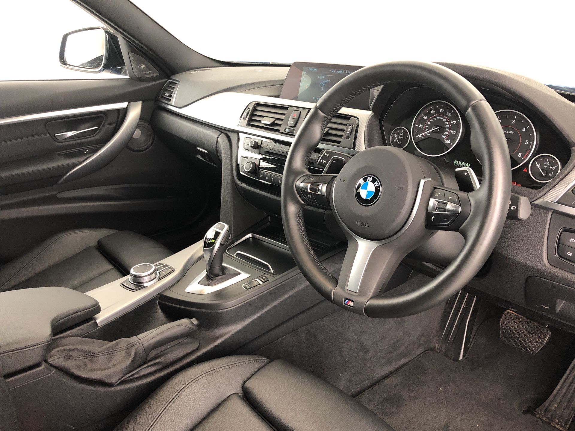 Image 4 - BMW 320d M Sport Shadow Edition Touring (YC68NAH)